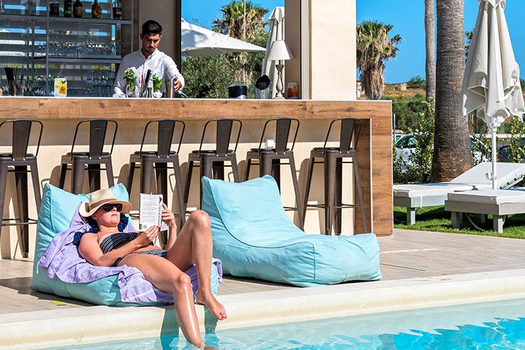 Airis Pool Bar - Relaxation